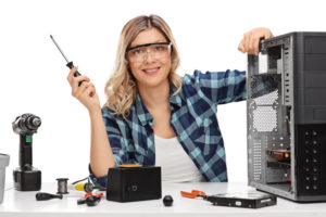 Female PC technician in Datahuset